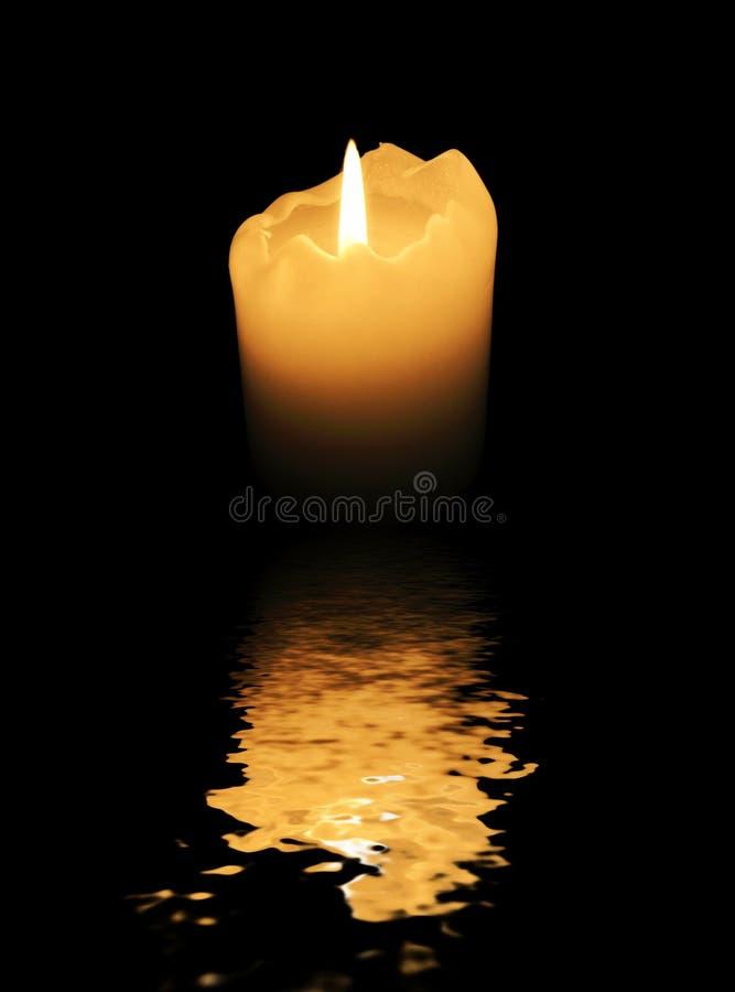 απεικονισμένο ύδωρ επιφάνειας κεριών κινηματογράφηση σε πρώτο πλάνο στοκ εικόνα με δικαίωμα ελεύθερης χρήσης