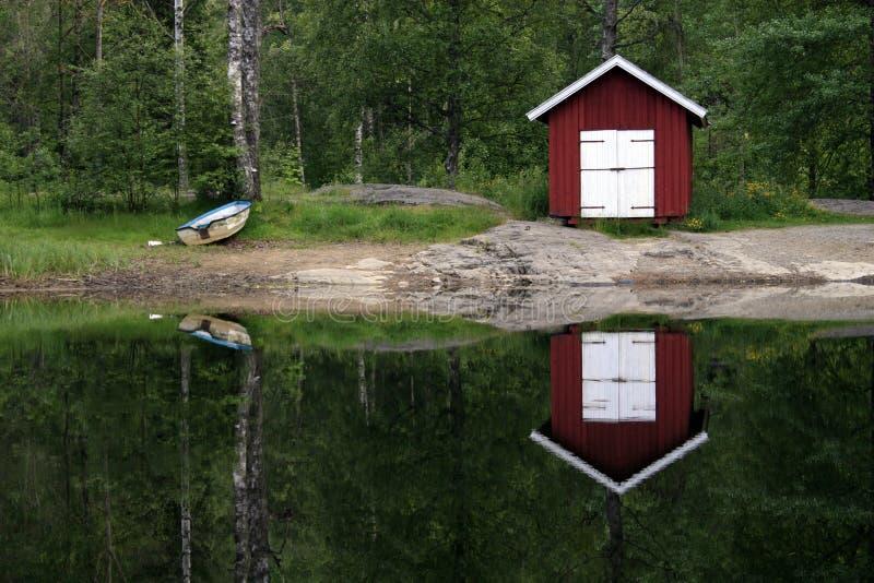 απεικόνιση λιμνών σπιτιών β&alph στοκ εικόνες με δικαίωμα ελεύθερης χρήσης