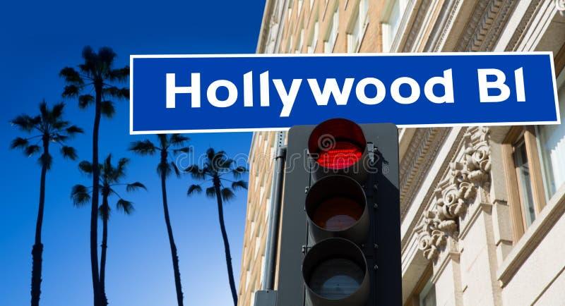Απεικόνιση σημαδιών λεωφόρων Hollywood στους φοίνικες στοκ φωτογραφία