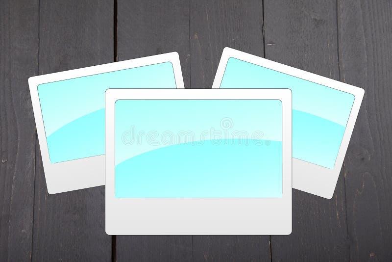 Απεικόνιση των κενών μπλε πλαισίων φωτογραφιών στο μαύρο ξύλινο υπόβαθρο στοκ εικόνα με δικαίωμα ελεύθερης χρήσης