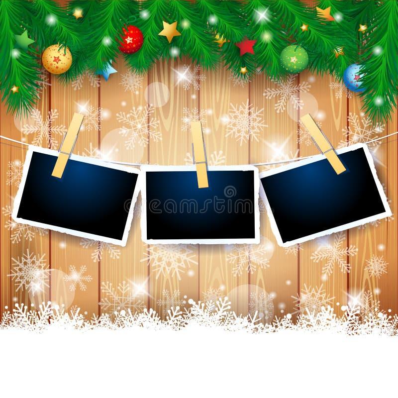 Απεικόνιση Χριστουγέννων με τα πλαίσια έλατου και φωτογραφιών στο ξύλινο υπόβαθρο ελεύθερη απεικόνιση δικαιώματος