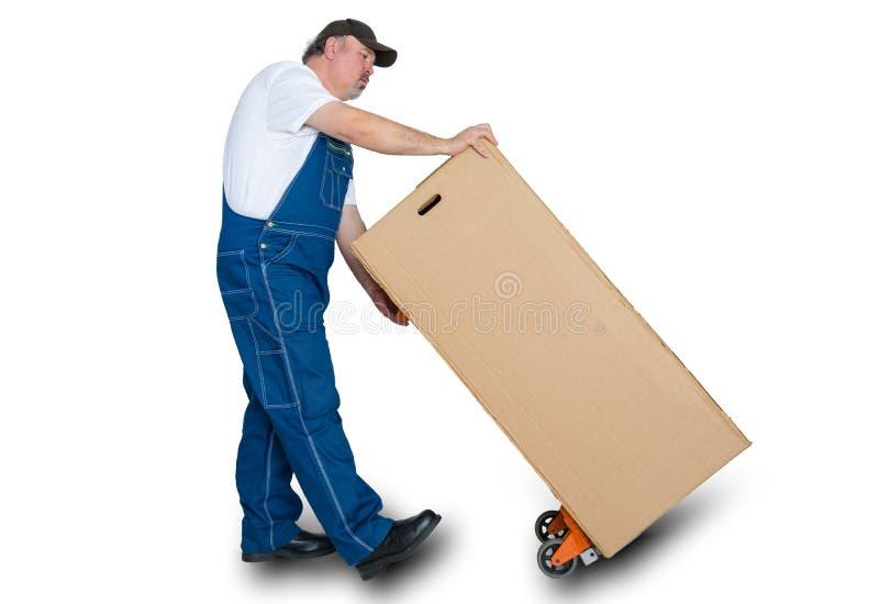 Απελευθερωτής που μεταφέρει το μεγάλο κουτί από χαρτόνι στοκ εικόνα