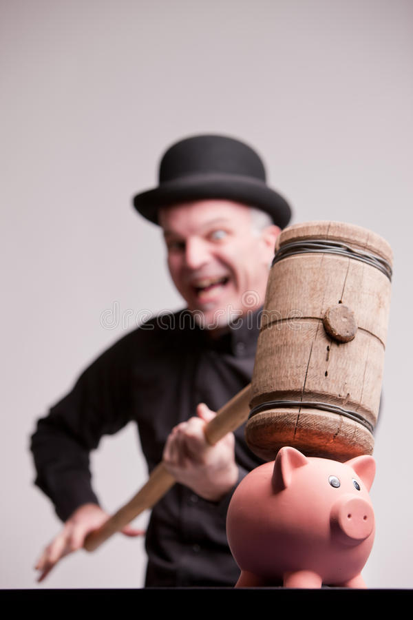 Απερίσκεπτα γέλια με το μεγάλο σφυρί στα χρήματα στοκ εικόνες