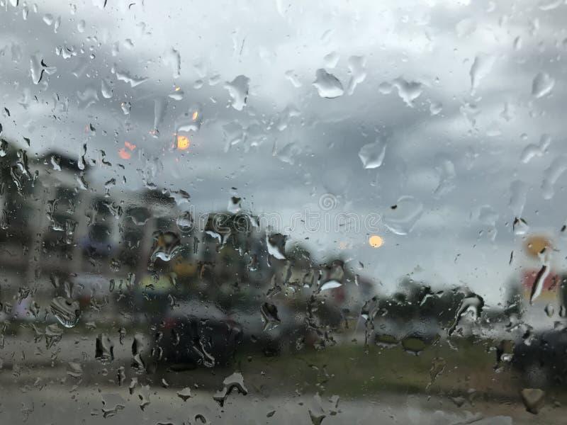 Απελευθερώσεις βροχής στο παράθυρο στοκ φωτογραφίες με δικαίωμα ελεύθερης χρήσης