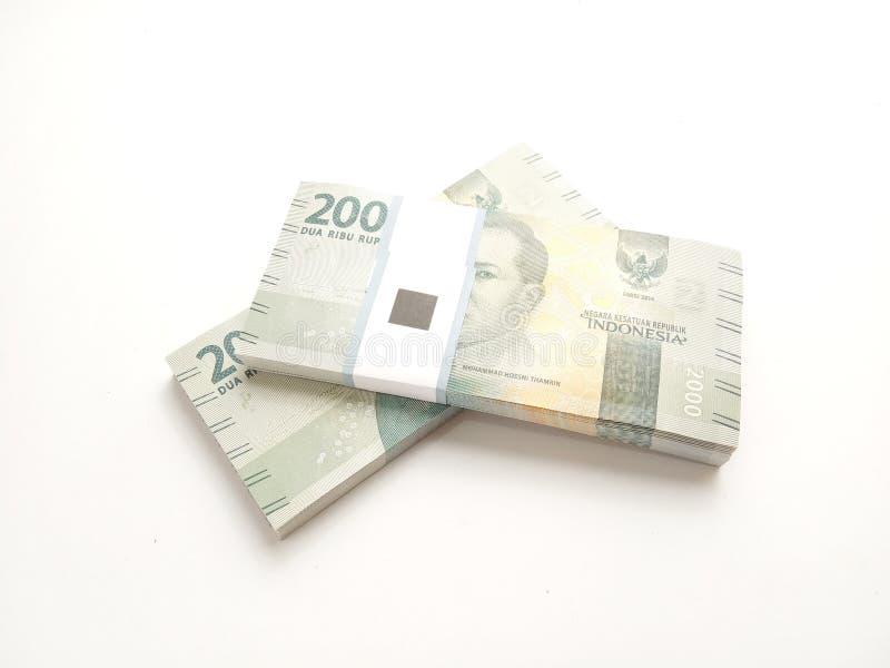 Απλή φωτογραφία, τοπ άποψη, πακέτα των χρημάτων της Ινδονησίας ρουπίων, 2000, στο άσπρο υπόβαθρο στοκ φωτογραφίες με δικαίωμα ελεύθερης χρήσης