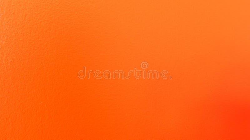 Απλός κατασκευασμένος τοίχος με ένα φωτεινό πορτοκαλί χρώμα πέρα από το στοκ εικόνα