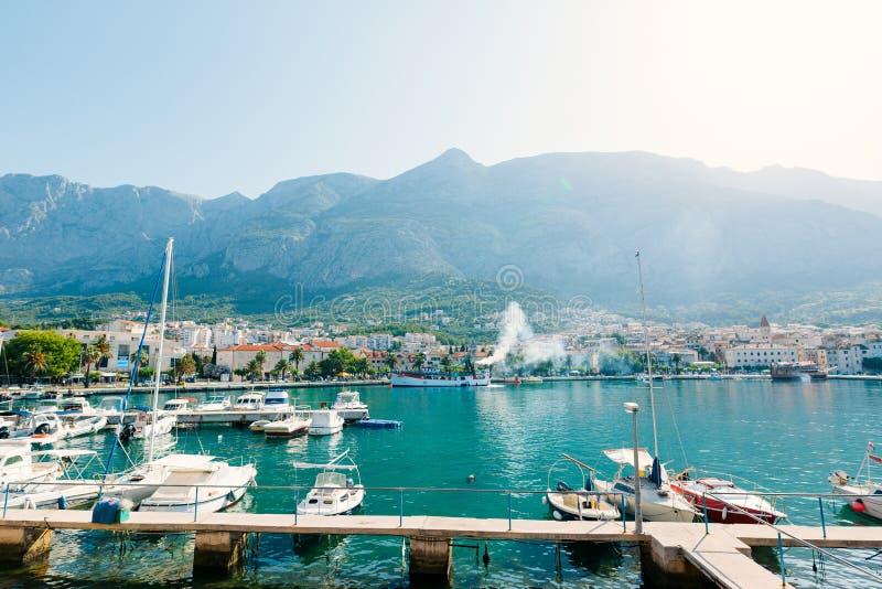 Αποβάθρα βαρκών, η πόλη Makarska στοκ φωτογραφίες με δικαίωμα ελεύθερης χρήσης