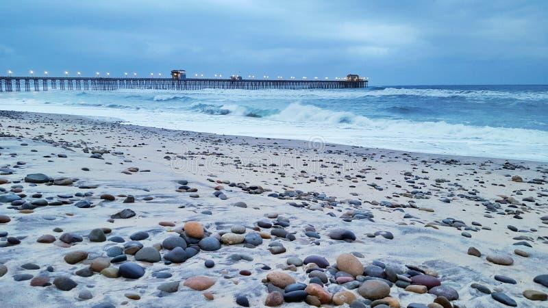 Αποβάθρα και παραλία στοκ φωτογραφία με δικαίωμα ελεύθερης χρήσης