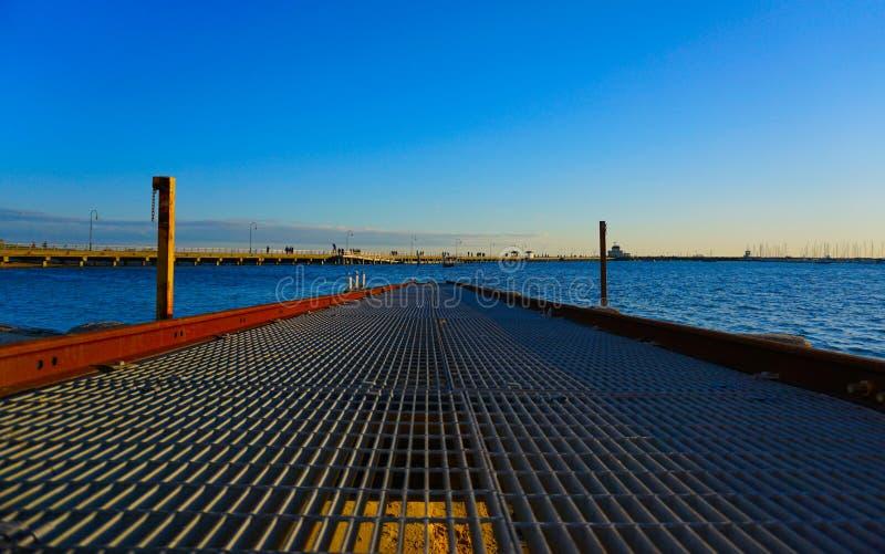 Αποβάθρα πέρα από το μπλε ουρανό στοκ φωτογραφία με δικαίωμα ελεύθερης χρήσης