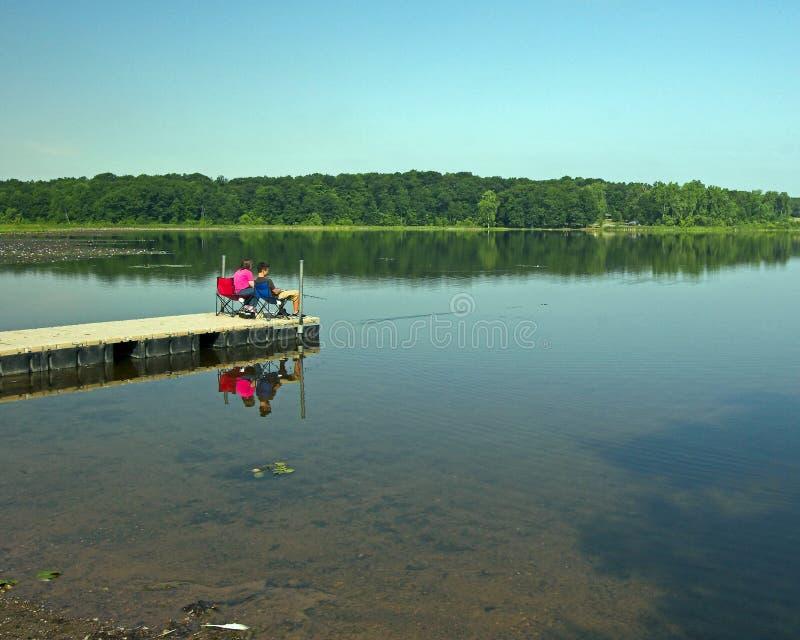 αποβάθρα που αλιεύει μα&k στοκ φωτογραφίες με δικαίωμα ελεύθερης χρήσης