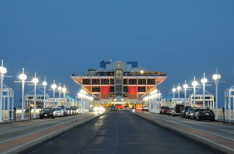 Αποβάθρα στη Αγία Πετρούπολη τη νύχτα, Φλώριδα στοκ εικόνα