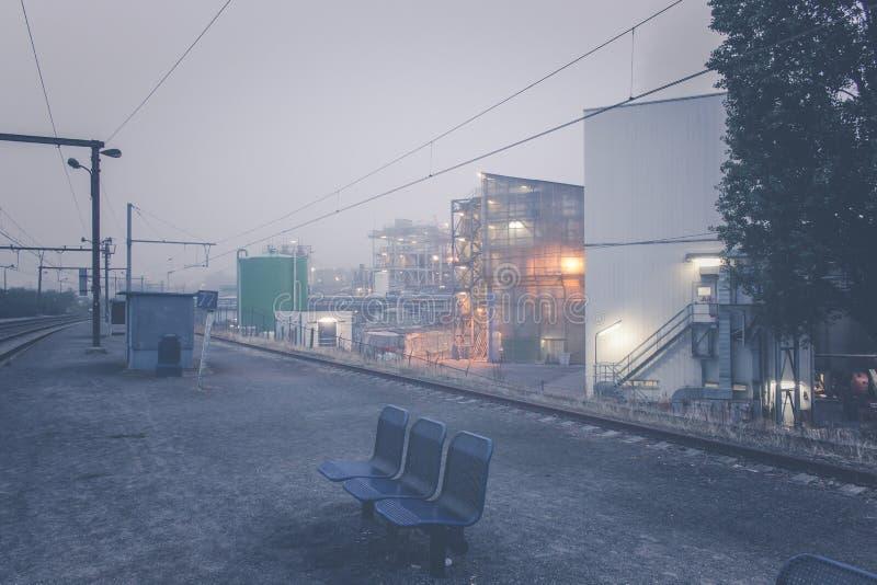 Αποβάθρες σταθμών από έναν βελγικό σταθμό τρένου στοκ εικόνες