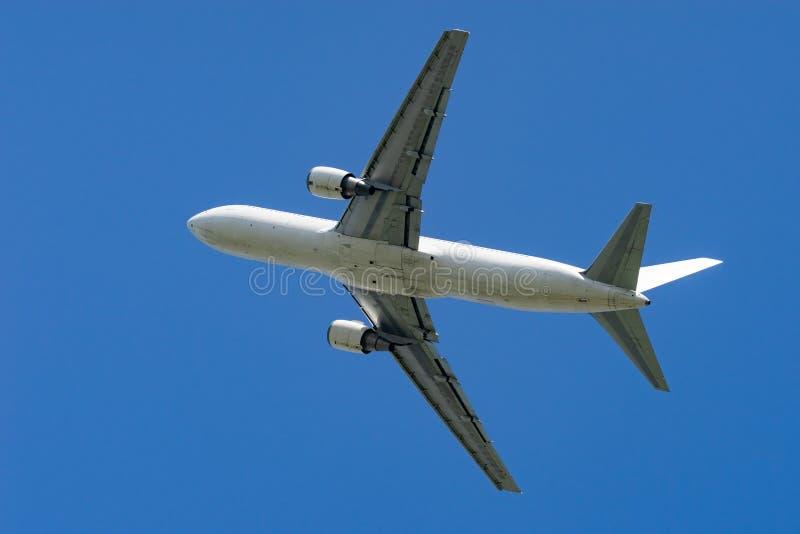 Απογείωση του Boeing 767-300ER στοκ φωτογραφίες