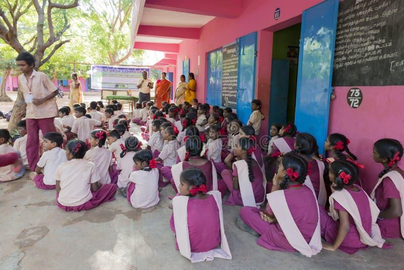 Αποδεικτική εκδοτική εικόνα Συνεδρίαση στο κυβερνητικό σχολείο στοκ εικόνα