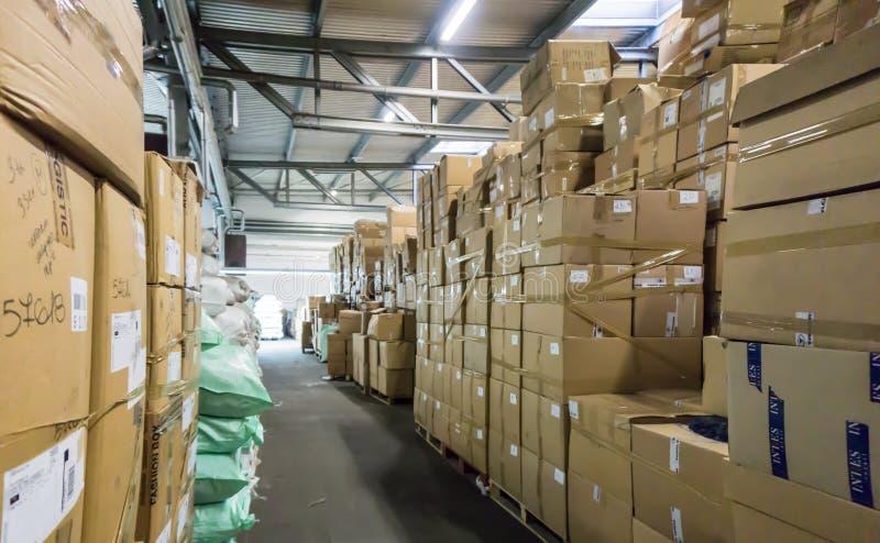 Αποθήκη εμπορευμάτων αποθήκη καταστημάτων η αίθουσα κονσερβοποιεί την επιχείρηση αποθεμάτων στοκ εικόνες με δικαίωμα ελεύθερης χρήσης
