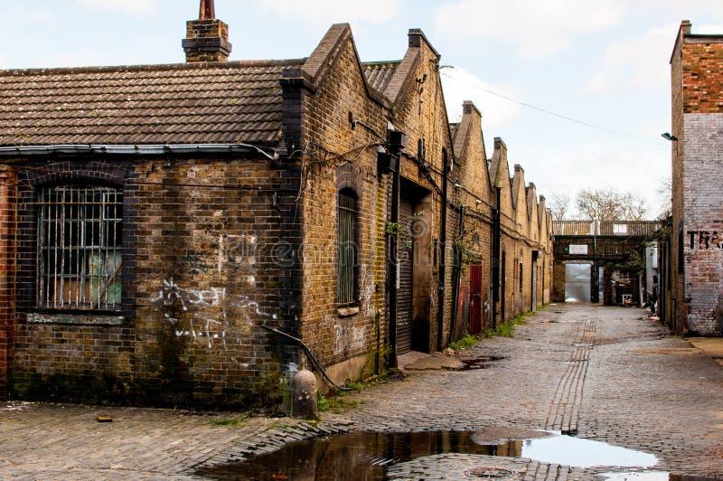 Αποθήκη εμπορευμάτων στην ερείπωση σε μια αλέα του Λονδίνου στοκ εικόνα