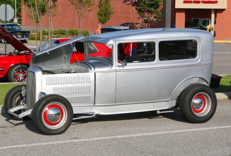 Αποκατεστημένος Αμερικανός έκανε το παλαιό ασημένιο αυτοκίνητο στοκ εικόνες