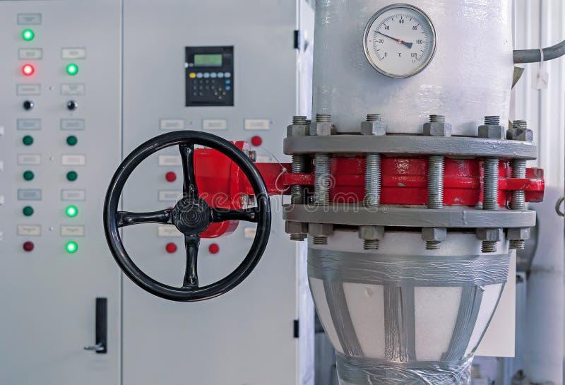Αποκλεισμένη βαλβίδα αερίου στο σταθμό επεξεργασίας αερίου Βαλβίδα στο σπίτι λεβήτων αερίου στοκ φωτογραφία με δικαίωμα ελεύθερης χρήσης