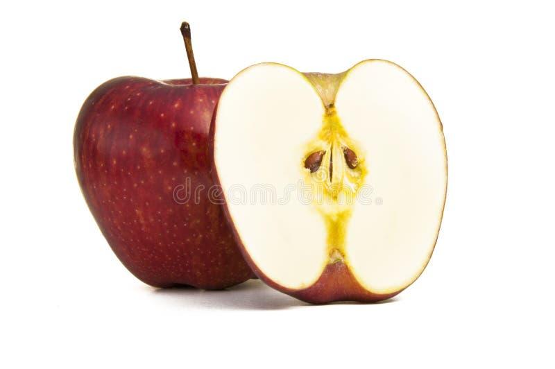 αποκοπή μήλων κατά το ήμισυ στοκ φωτογραφίες