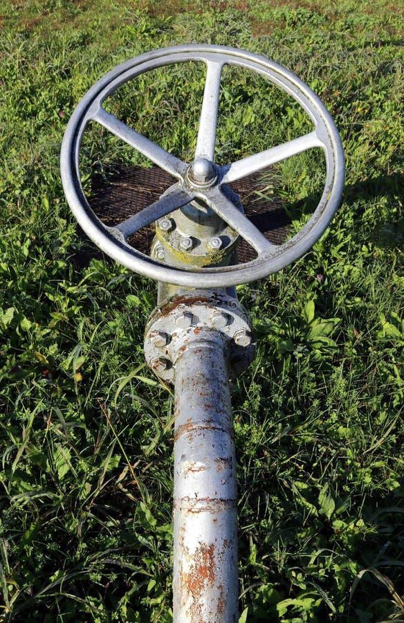 Αποκλεισμένη βαλβίδα για το κλείσιμο του αερίου στη βιομηχανική εγκατάσταση FO στοκ φωτογραφία