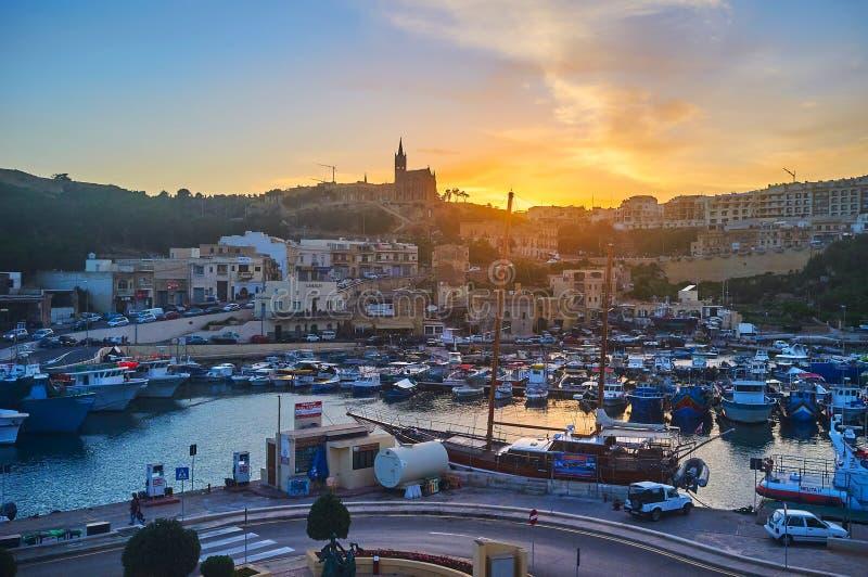 Απολαύστε το ηλιοβασίλεμα στο νησί Gozo, Μάλτα στοκ εικόνες