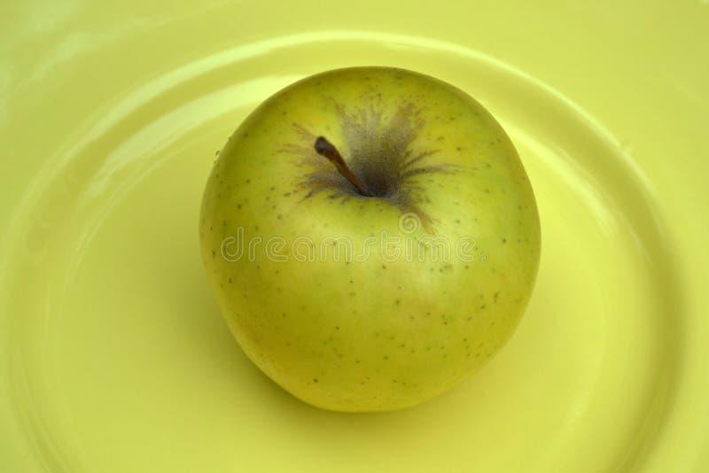 Απομονωμένα φρούτα - μήλα στο υπόβαθρο στοκ φωτογραφία με δικαίωμα ελεύθερης χρήσης