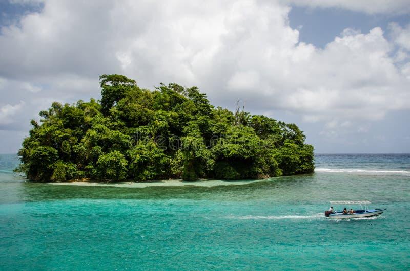 Απομονωμένες διακοπές νησιών στοκ εικόνες