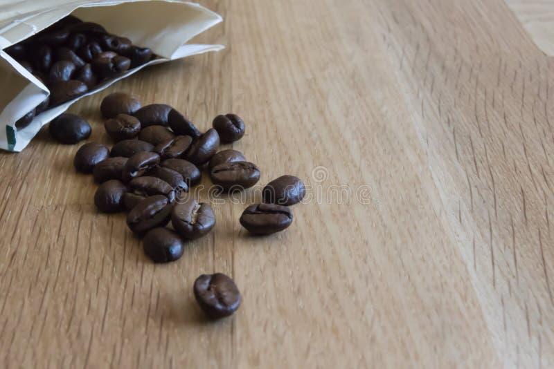 απομονωμένη ιδανικό μακροεντολή καφέ προγευμάτων φασολιών πέρα από το λευκό στοκ φωτογραφίες με δικαίωμα ελεύθερης χρήσης