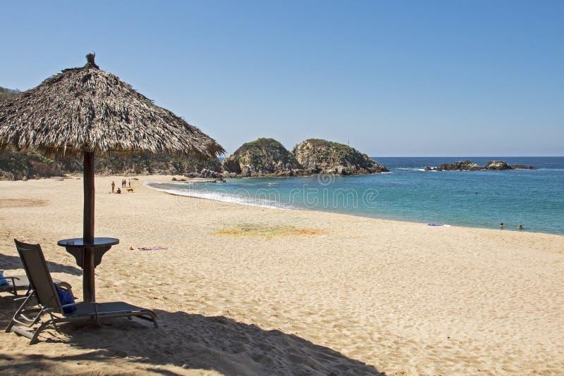 Απομονωμένη παραλία από το μεξικάνικο Ειρηνικό Ωκεανό στοκ εικόνα