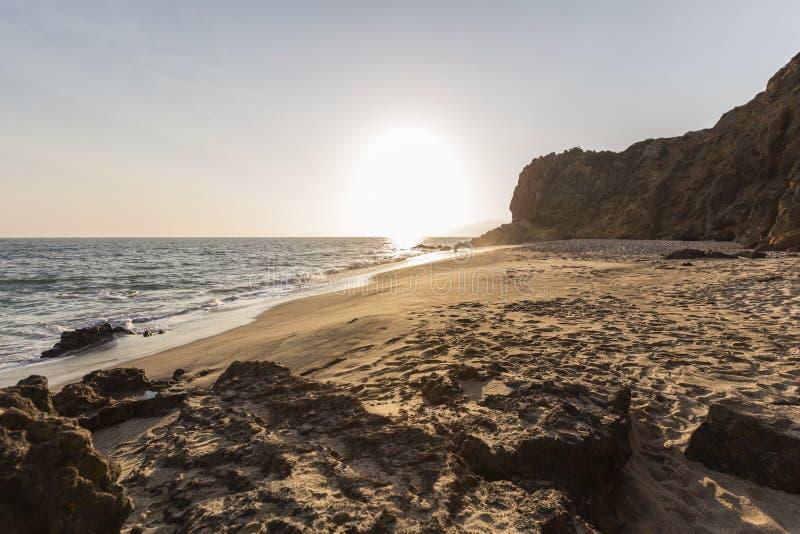 Απομονωμένη παραλία όρμων πειρατών σε Malibu Καλιφόρνια στοκ εικόνες