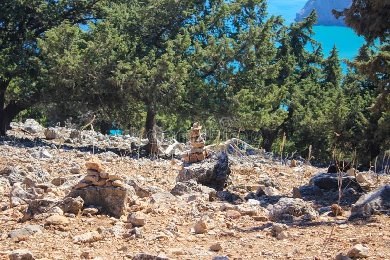 απομονωμένοι απεικόνιση βράχοι σωρών αντικειμένων στοκ φωτογραφία