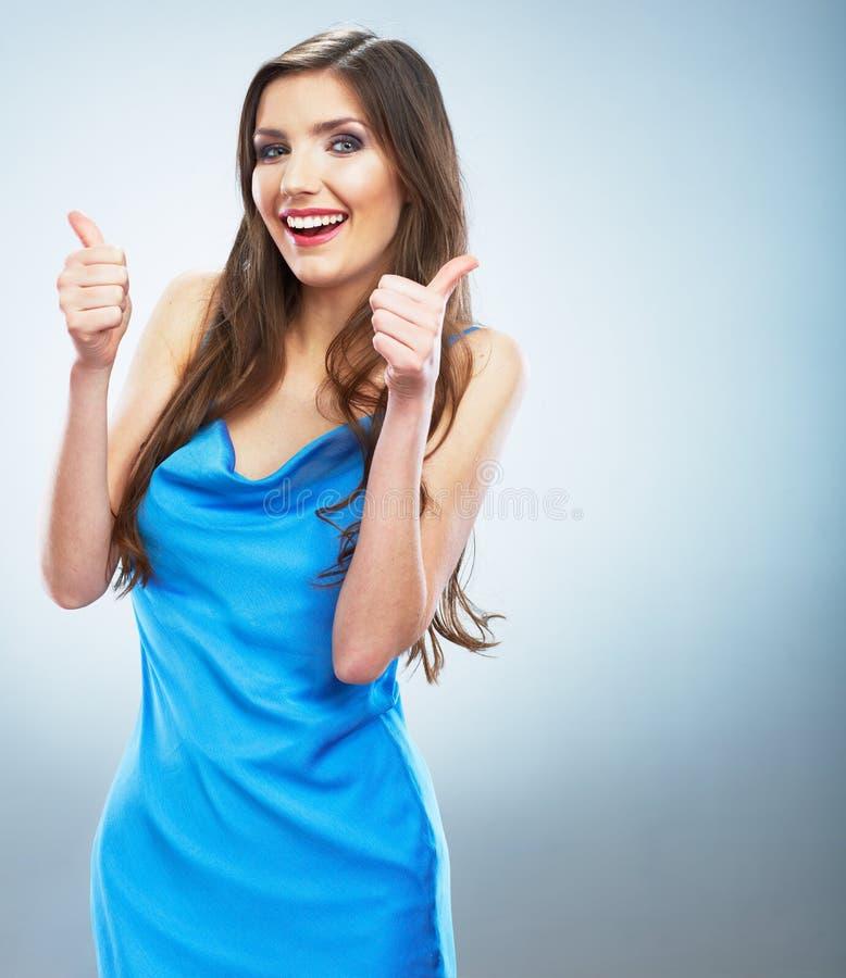 απομονωμένος ο Μαύρος αντίχειρας ανασκόπησης επάνω Να εξισώσει το μπλε φόρεμα smiling woman young απομονωμένος στοκ εικόνες