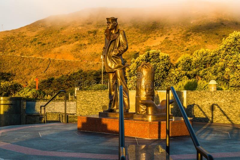 Απομονωμένο αναμνηστικό άγαλμα ναυτικών, Sausalito, ασβέστιο στοκ φωτογραφία με δικαίωμα ελεύθερης χρήσης