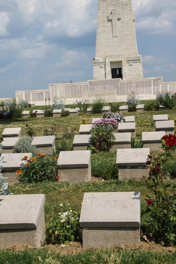 Απομονωμένο αναμνηστικό νεκροταφείο πεύκων στοκ φωτογραφία