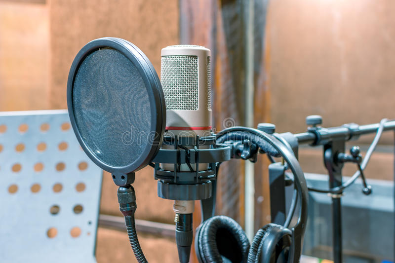 απομονωμένο ανασκόπηση λευκό στούντιο μικροφώνων στοκ εικόνες με δικαίωμα ελεύθερης χρήσης