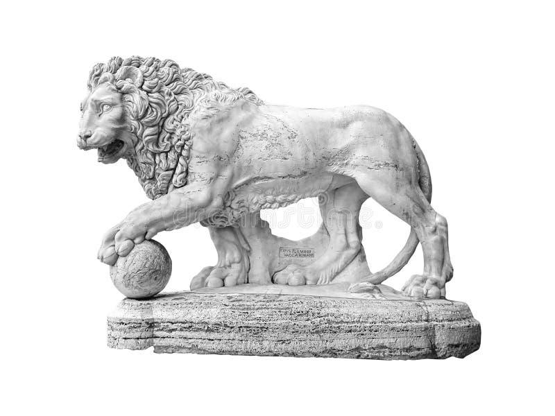 απομονωμένο γλυπτό λιοντ στοκ εικόνα με δικαίωμα ελεύθερης χρήσης