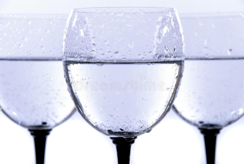 απομονωμένο γυαλί ύδωρ απ&e στοκ εικόνα με δικαίωμα ελεύθερης χρήσης