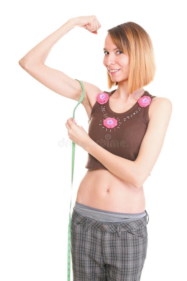 Απομονωμένο γυναίκα θηλυκό ικανότητας που χαμογελά εμφανίζοντας μυς στοκ φωτογραφία με δικαίωμα ελεύθερης χρήσης