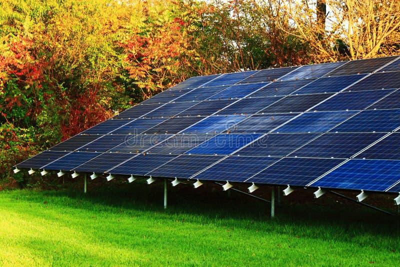 απομονωμένο επιτροπής ηλιακό λευκό ήλιων ενεργειακής χέρι στοκ φωτογραφίες