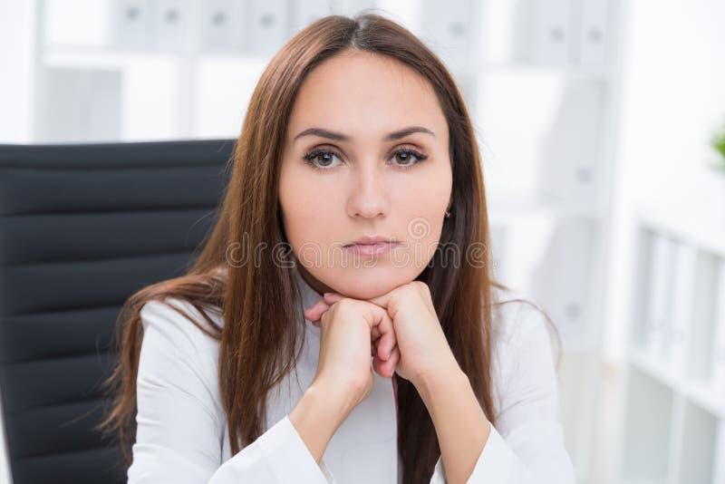 απομονωμένο επιχειρηματίας λευκό πορτρέτου στοκ εικόνα