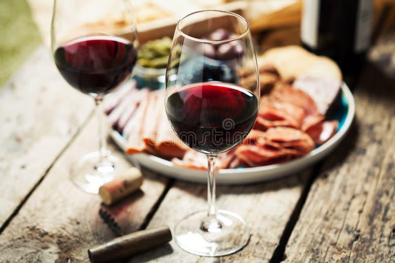 απομονωμένο κρασί waite του OM κόκκινο