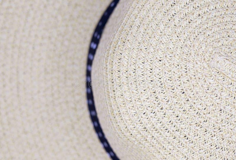 απομονωμένο λευκό αχύρου μονοπατιών ψαλιδίσματος ανασκόπησης καπέλο στοκ φωτογραφία με δικαίωμα ελεύθερης χρήσης