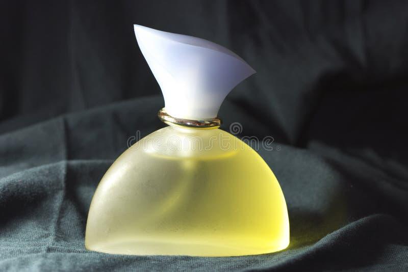 απομονωμένο μπουκάλι άρωμ& στοκ φωτογραφίες με δικαίωμα ελεύθερης χρήσης