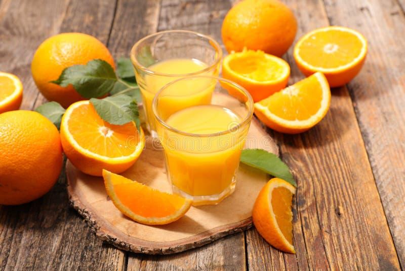 απομονωμένο πορτοκαλί λευκό χυμού στοκ εικόνες με δικαίωμα ελεύθερης χρήσης
