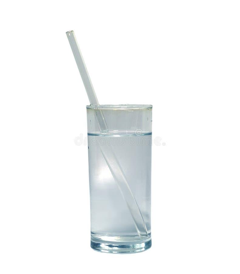 Απομονωμένο ποτήρι του νερού με το άχυρο κατανάλωσης γυαλιού αντικείμενο, ποτό στοκ εικόνα
