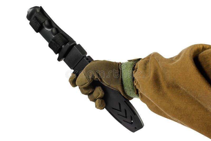 Απομονωμένο χέρι με το μαύρο μαχαίρι κυνηγιού στοκ φωτογραφία