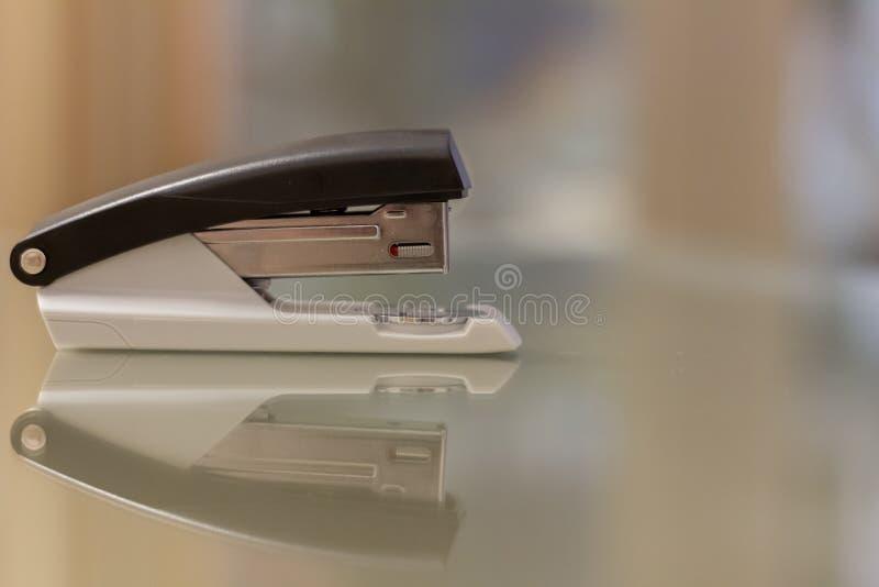 απομονωμένο stapler στοκ φωτογραφία με δικαίωμα ελεύθερης χρήσης