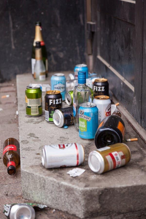 Απορρίμματα και απορρίματα στην οδό στοκ φωτογραφίες