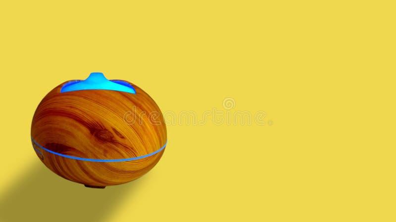 Αποσμητικό για το λουτρό σε ένα κίτρινο υπόβαθρο στοκ φωτογραφία με δικαίωμα ελεύθερης χρήσης