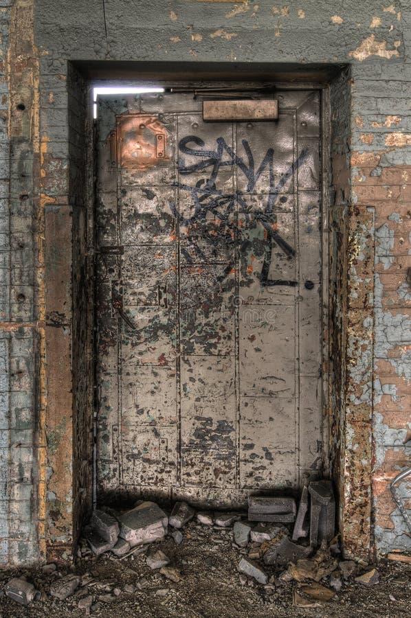 αποσυντεθειμένη πόρτα στοκ εικόνες